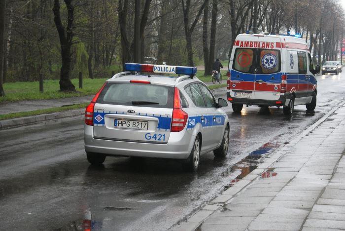 Policja Żywiec: Policjant zainteresował się losem uwięzionej na posesji młodej sarny